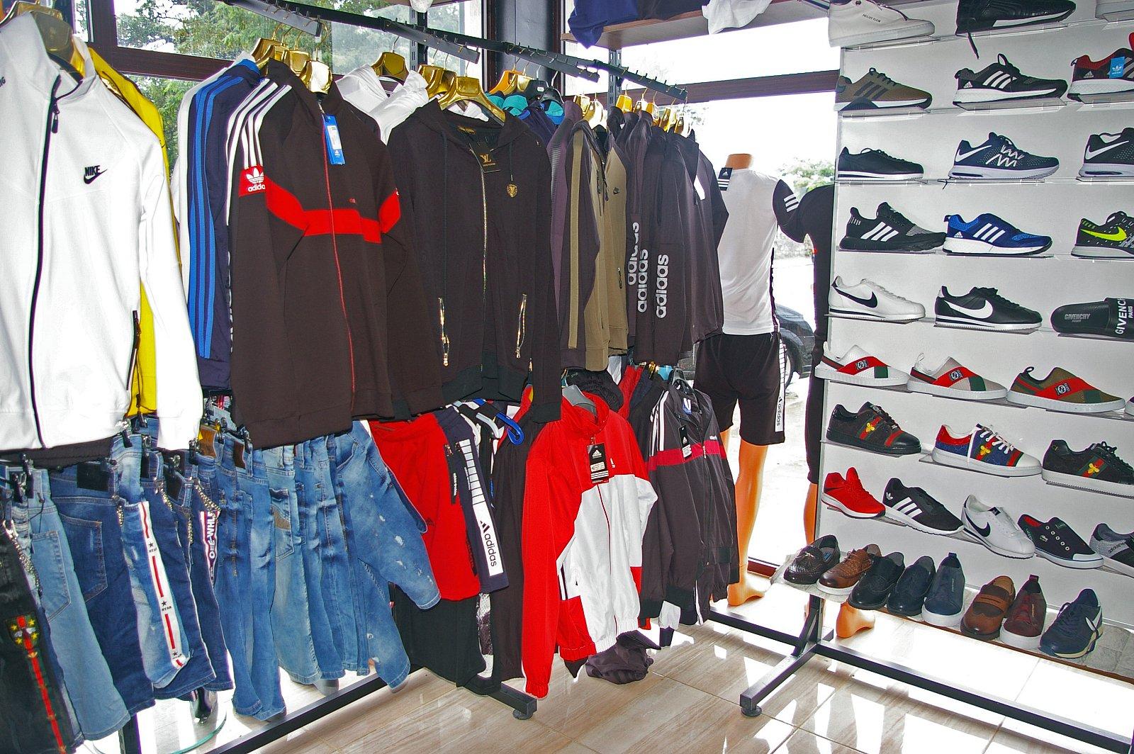 46778fe4ac8 Близо 150 стоки менте иззеха от магазин в Боровец | СамокоВест